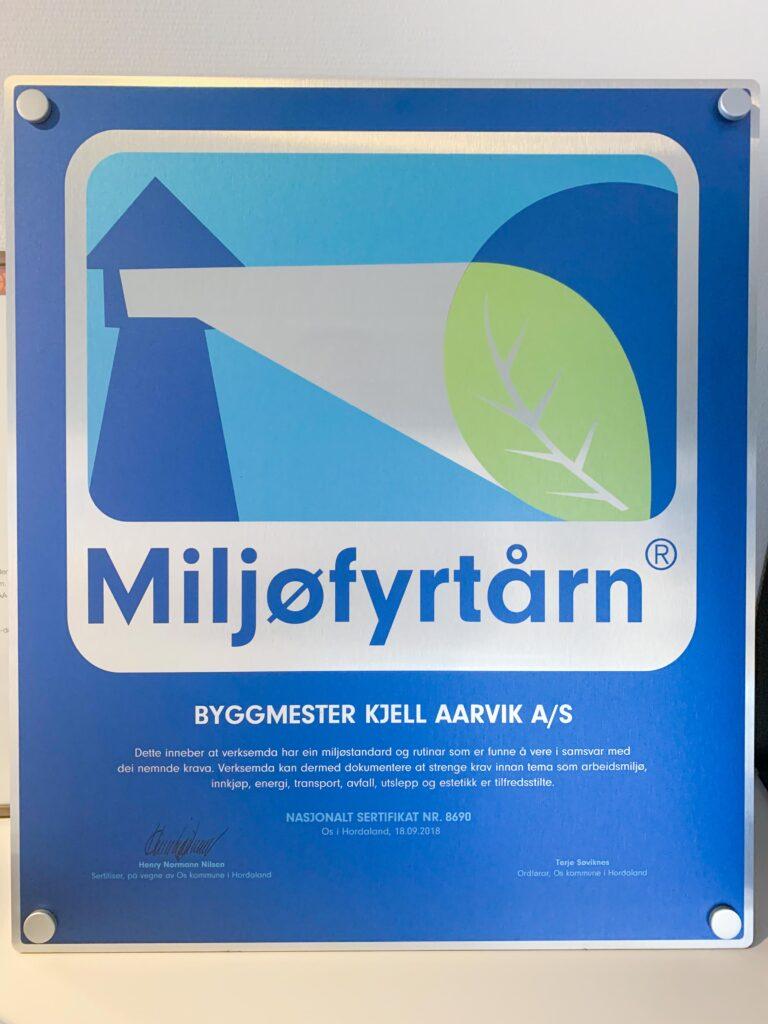bilde av miljøfyrtårn-plakett for Byggmester Aarvik
